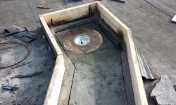 Lamekatuse remont ja parandus: betoon-kergkruus katusele uue kaevu paigaldus