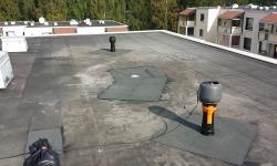 Lamekatuse remont ja parandus: mootoriga alarõhutuuluti on abiks kergkuuskatusest niiskuse kätte saamisel